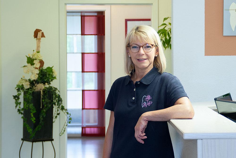 Zahnärztin Borgentreich - Dr. Sauer - Team - Portraitbild von Frau Dierkes-Weber